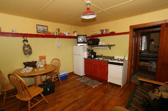 Pine Rest Cabins: living room/kitchen