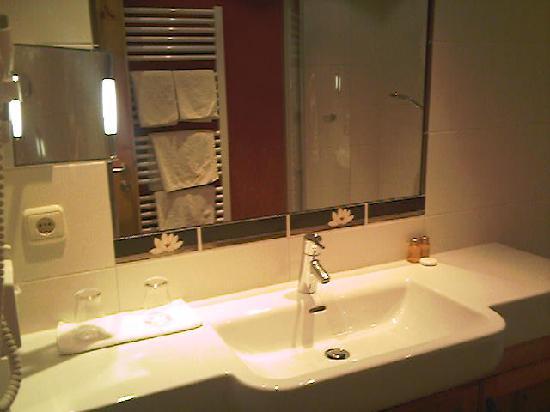 Pertisau, Österreich: Bathroom