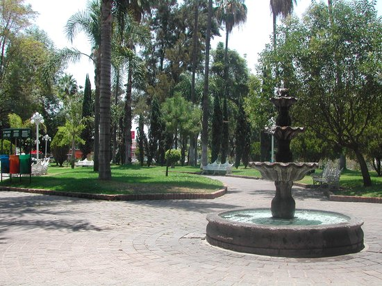 Glorieta Chapalita: soothing fountains, while resting on the lawns