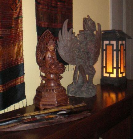 Tucker Inn: hallway treasures