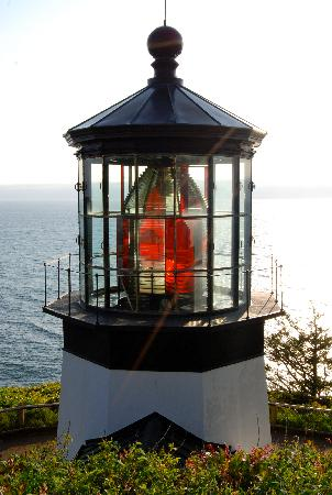 Ocean Front Cabins: Cape Meare's Lighthouse (all 38' of it)
