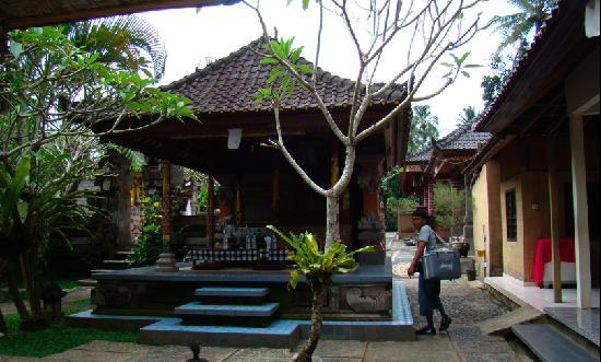 Happy Bike Bali Cycling Tour: Made house