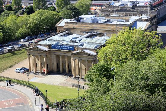 Capital View Apartments: National Galler of Scotland from flat
