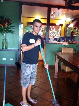 Casa Bella Rita Boutique Bed & Breakfast: Eric expertly tends to Casa Bella Rita, while Lodo supervises
