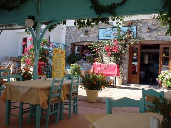 Poseidon Hotel Kokkari Samos Greece: gezellige sfeer