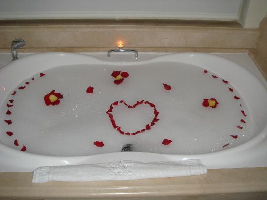 Iberostar Grand Hotel Bavaro: Our romantic bath