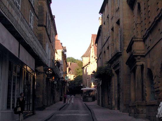 La Maison du Moulin a Vent : Crepuscule  dans la ville medievale de Sarlat la Caneda