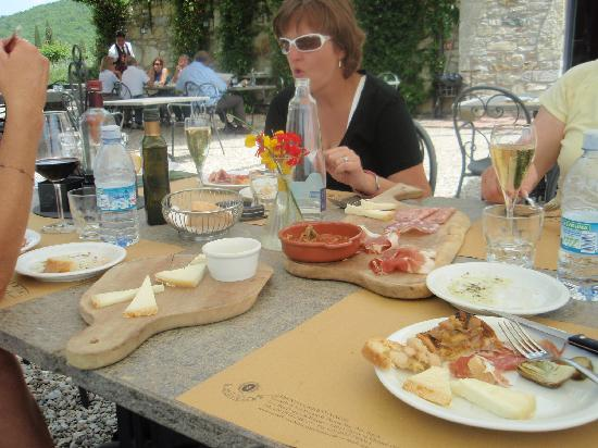 Walk About Tuscany Tours: vineyard lunch