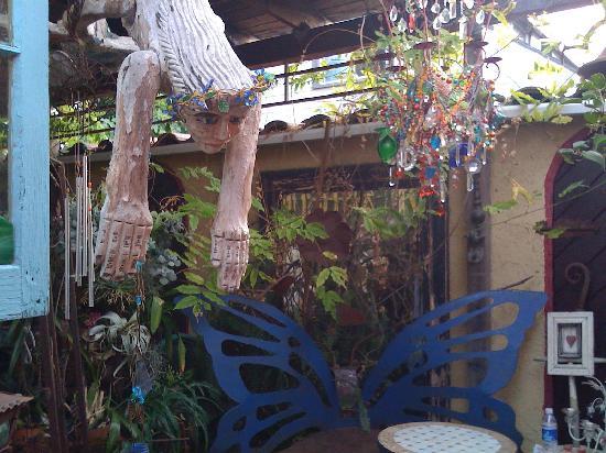 Vintage Sol: Back patio sitting area--best Internet reception location