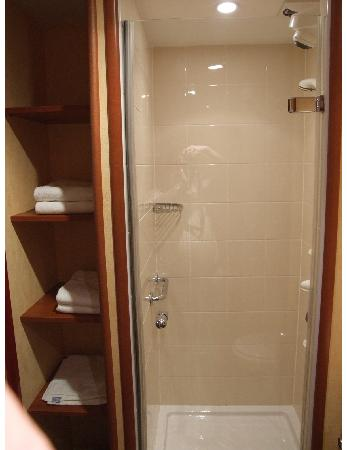 Mercure Beziers: Rest of bathroom just as clean/nice