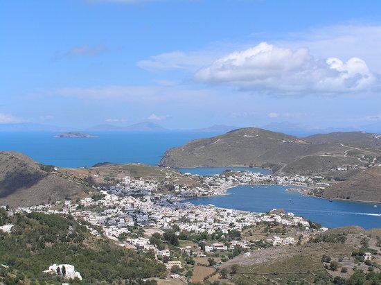 Pátmos, Grèce: Hafen vom Kloster aus gesehen