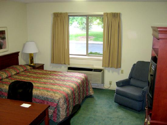 Extended Stay America - Toledo - Maumee: Sleeping/living/dining area