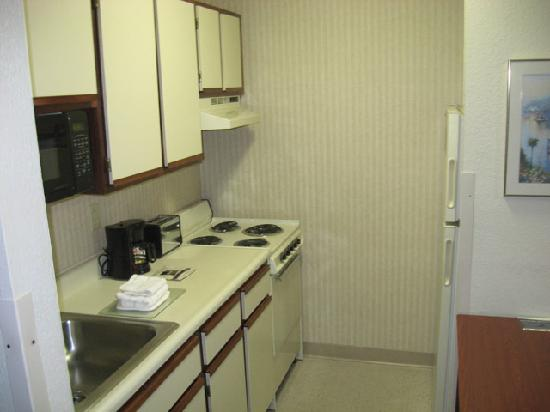 Extended Stay America - Toledo - Maumee: Kitchen area