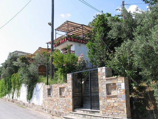 Agapitos Villas & Guesthouses: Haupthaus & Restaurant