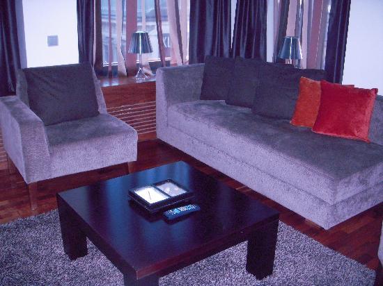 GLO Hotel Kluuvi Helsinki: Sitting area in room