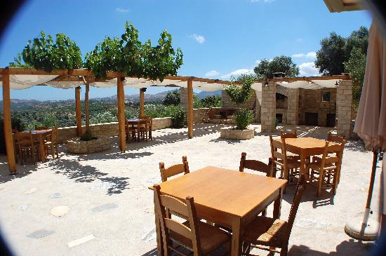 Dalabelos Estate: The sublime restaurant patio at Dlabelos