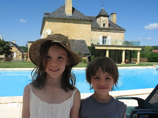 Les Charmes de Carlucet: Kids by pool