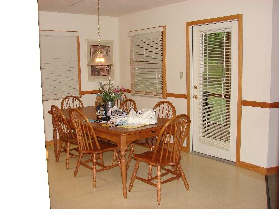 Ridge Top Village at Shawnee: Kitchen eat-in area, door to porch