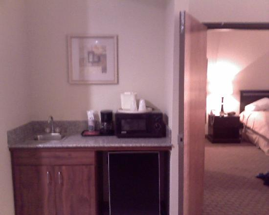 Comfort Suites East: Refrigerator, Coffee maker and small sink area; great for hosting the family