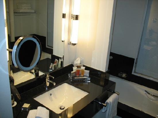 Hotel Dukes' Palace Bruges: Salle de bains