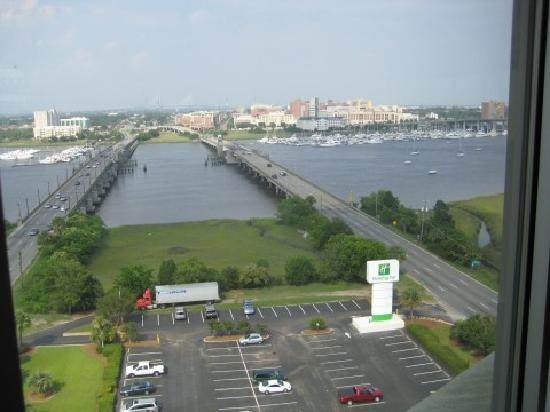 Holiday Inn Charleston Riverview: View from rooftop bar