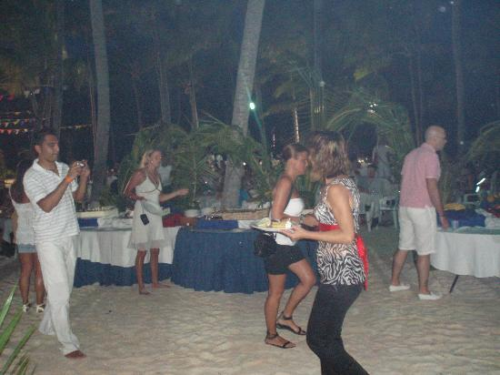 Catalonia Royal Bavaro: FIESTA EN LA PLAYA