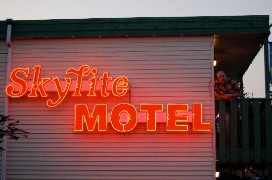 Skylite Motel: how cool is this ?