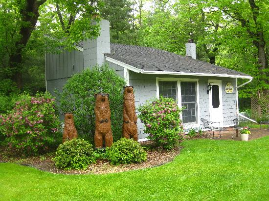 Glen Arbor Bed and Breakfast and Cottages : Deans Cottage behind Glen Arbor Bed and Breakfast
