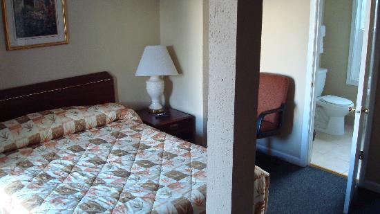 Budget lodge portland prices hotel reviews or - 2 bedroom suites portland oregon ...