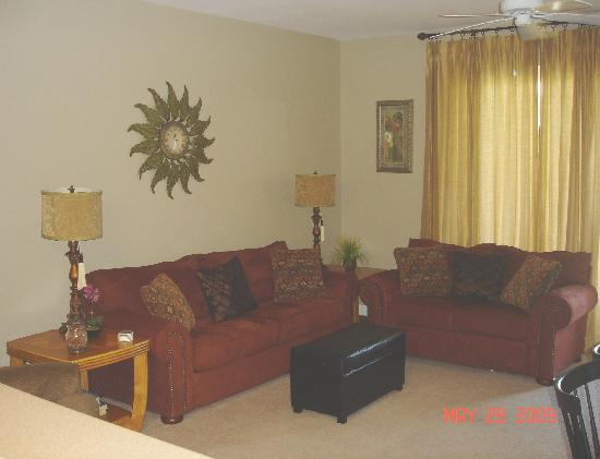 Beach Resort : Living area with queen sleeper sofa