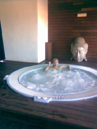 Jacuzzi junto a la piscina fotograf a de 525 hotel los for Jacuzzi interior barato