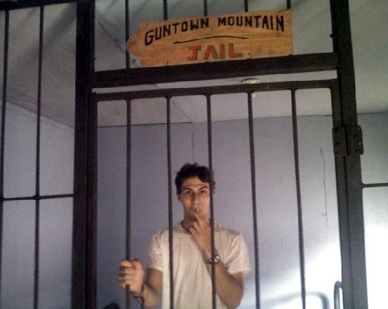 Guntown Mountain: Photo Op in the town jail