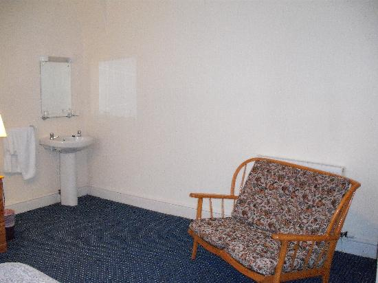 Ashwood Hotel: lots of white space in my room