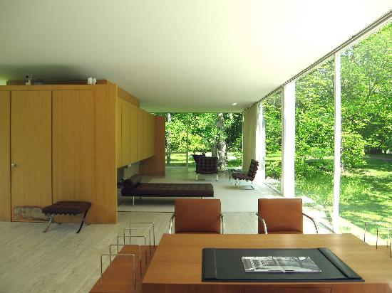 Farnsworth House: Living area of house from the terrace