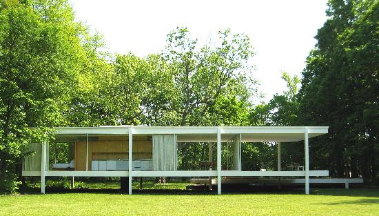 Farnsworth House: Rear of house with kitchen in the center