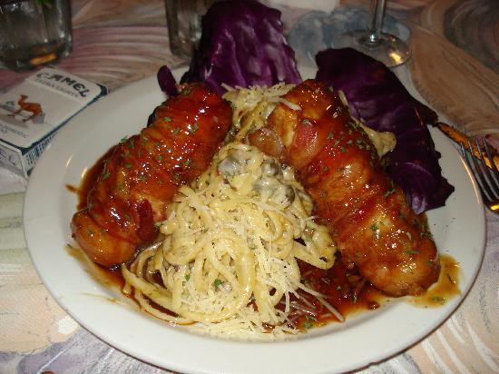 La Parrilla: Fish wrapped in bacon w/ pasta