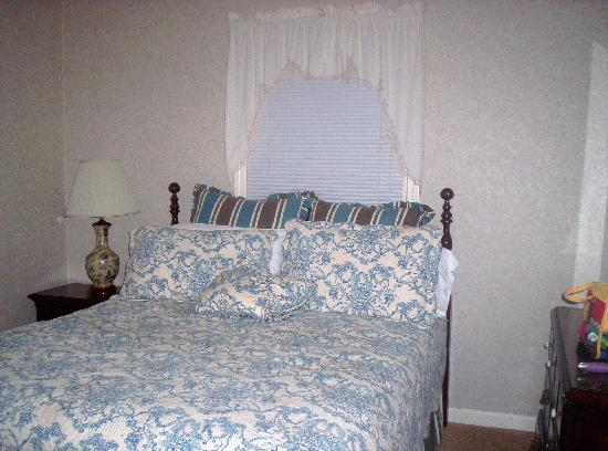 Dillard House: Our bedroom