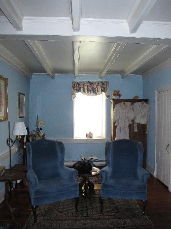 Caledonia Farm - 1812  B&B: The sitting area in the room, with beautiful ceiling beams.