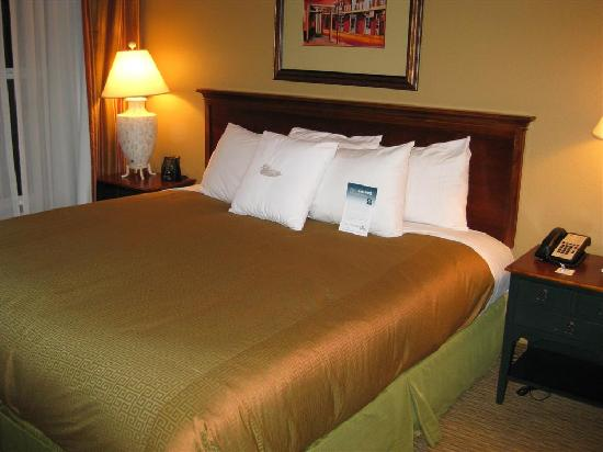 Homewood Suites Baton Rouge: Comfy king size bed