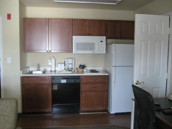 HYATT house Pleasant Hill: Well-equipped kitchen