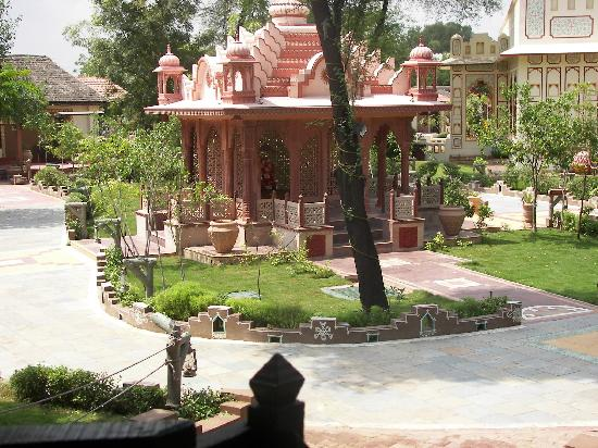 Chokhi Dhani Resort: Lord Ganesha is also around in the temple