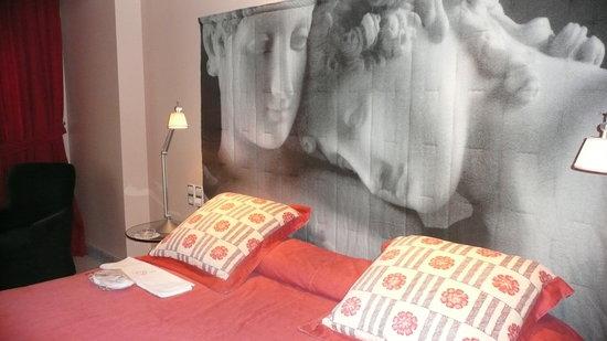 A Casa Canut Hotel Gastronomic: Le lit, un très grand lit !