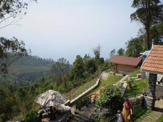 Club Mahindra Coaker's Villa: View down the valley