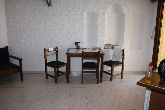 Villa Sophia Apartments: dining area