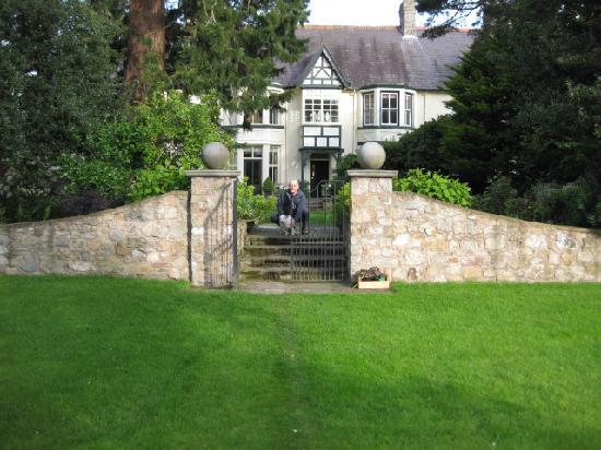 Bryn Bellan: The beautiful gardens!