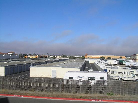 Holiday Inn Express Lompoc: View fron our room over Penetentiary / trailor park! lol.