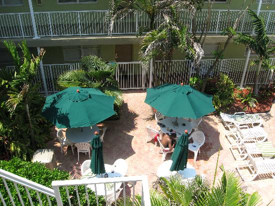 Silver Seas Beach Resort: patio area