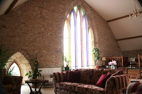The Old Kirk: The lounge