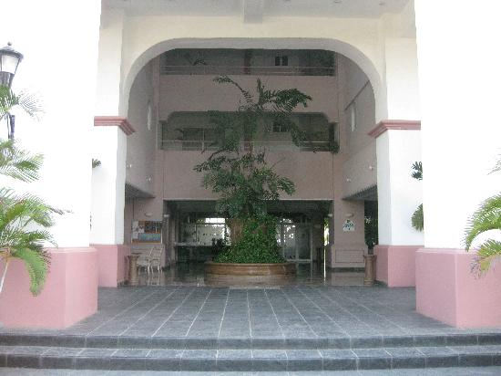 Costa Bonita Condominium & Beach Resort: Entrance to Costa Bonita