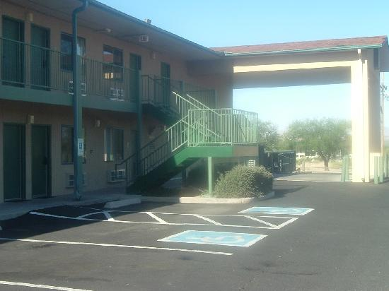 Super 8 Benson: exterior of hotel